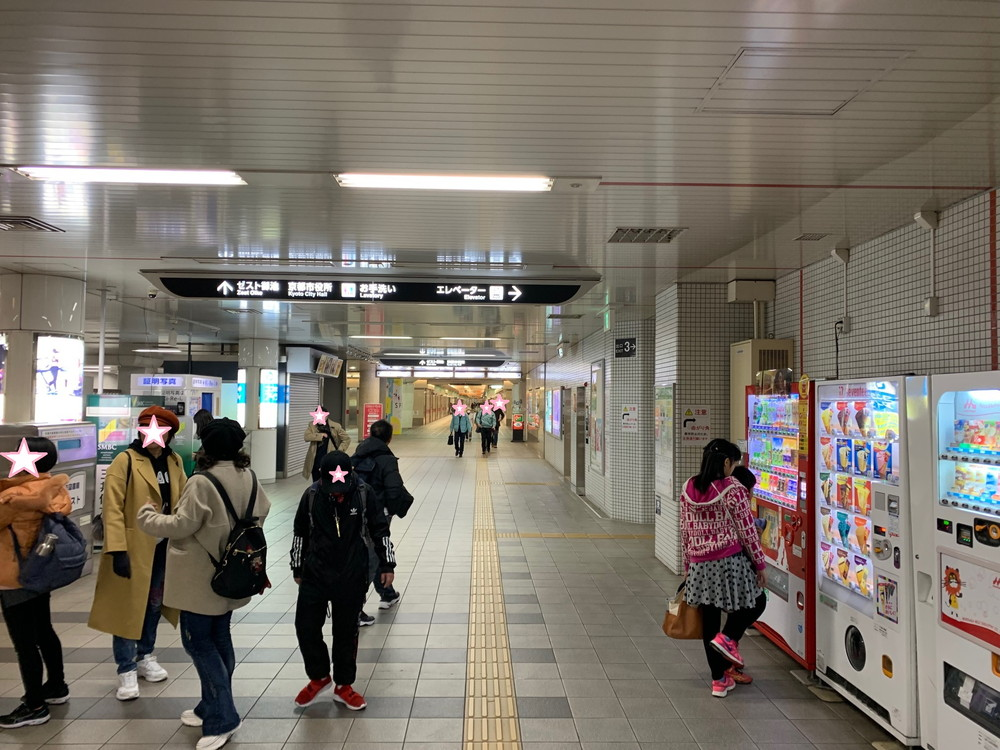 01事務所までの道①京都市役所前駅改札前
