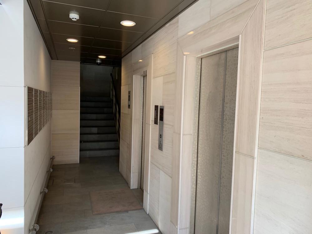 06事務所までの道⑥FISビル入り口